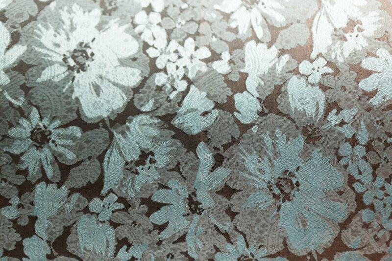Tissu tissé jacquard fleurs bleues